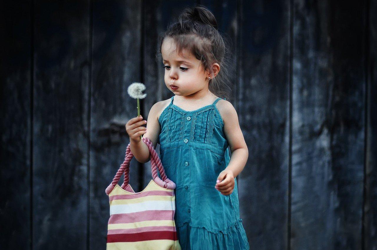 girl-1-little-shop